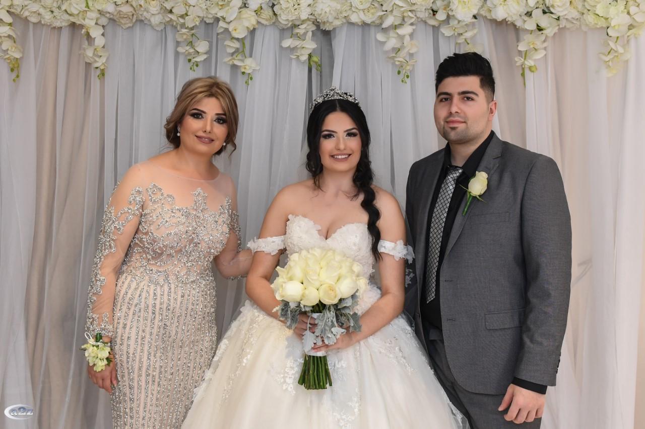 العروس مع والدتها وشقيقها انطوني